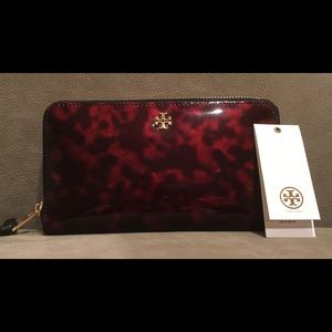 Tory Burch Tortoise Zip Wallet (Price is Firm)